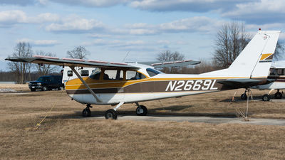 N2669L - Cessna 172H Skyhawk - Private