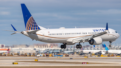 A picture of N27515 - Boeing 737 MAX 9 - United Airlines - © Miles Aronovitz