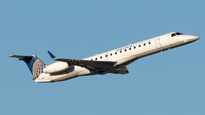 A picture of N13202 - Embraer ERJ145XR - United Airlines - © Yixin Chen