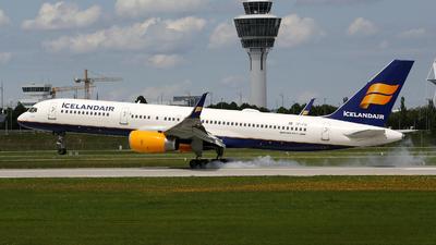 A picture of TFFIV - Boeing 757208 - Icelandair - © Stefan Mayer