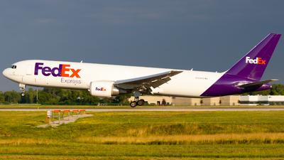 N105FE - Boeing 767-3S2F(ER) - FedEx