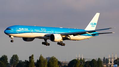 A picture of PHBVC - Boeing 777306(ER) - KLM - © Severin Hackenberger