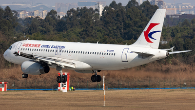 A picture of B6372 - Airbus A320232 - China Eastern Airlines - © SakaiWakana