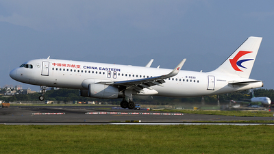 A picture of B6930 - Airbus A320232 - China Eastern Airlines - © Huang Chengjen