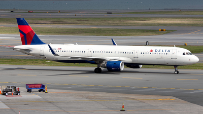 A picture of N334DN - Airbus A321211 - Delta Air Lines - © OCFLT_OMGcat