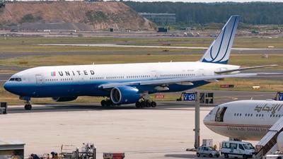 N775UA - Boeing 777-222 - United Airlines