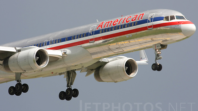 A picture of N665AA - Boeing 757223 - [25299] - © Andres Meneses