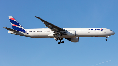 A picture of PTMUB - Boeing 77732W(ER) - LATAM Airlines - © Kurt Greul