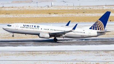 A picture of N12221 - Boeing 737824 - United Airlines - © David Lee