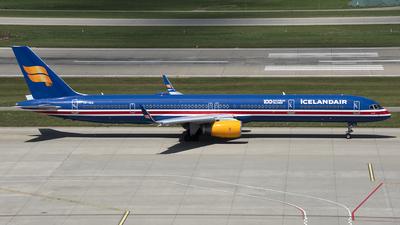 A picture of TFISX - Boeing 7573E7 - Icelandair - © Kurt Kolb