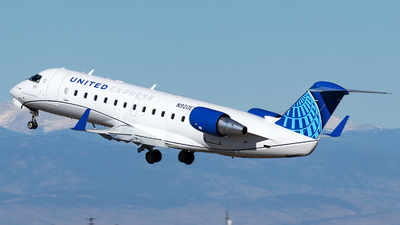 A picture of N920EV - Mitsubishi CRJ200LR - United Airlines - © Yixin Chen