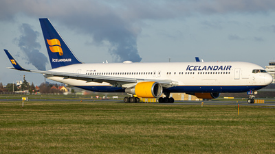 A picture of TFISN - Boeing 767319(ER) - Icelandair - © Tobias Green