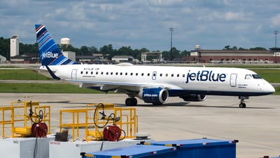 A picture of N374JB - Embraer E190AR - JetBlue Airways - © Devin R