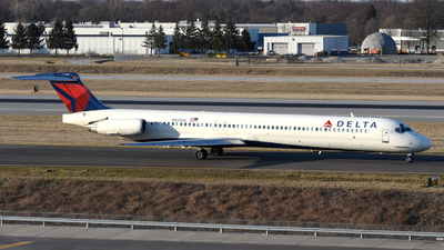 A picture of N920DE - McDonnell Douglas MD88 - [53423] - © DJ Reed - OPShots Photo Team