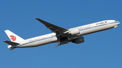 A picture of B1282 - Boeing 77739L(ER) - Air China - © Ren LanMing