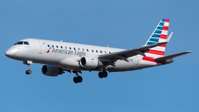 A picture of N127HQ - Embraer E175LR - American Airlines - © Evan Dougherty