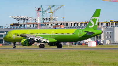 A picture of VQBQJ - Airbus A321211 - S7 Airlines - © Alexander Listopad