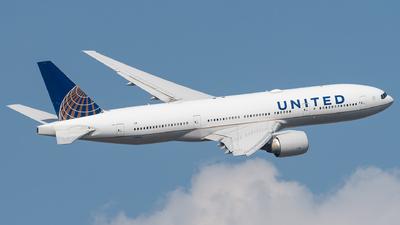 N78002 - Boeing 777-224(ER) - United Airlines
