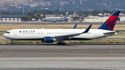 A picture of N174DZ - Boeing 767332(ER) - Delta Air Lines - © David Lee