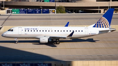 A picture of N107SY - Embraer E175LR - United Airlines - © Alexander Owen