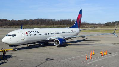 A picture of N921DU - Boeing 737932(ER) - Delta Air Lines - © Evan Dougherty