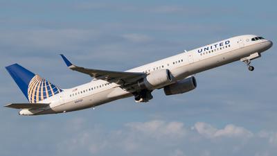 N34131 - Boeing 757-224 - United Airlines