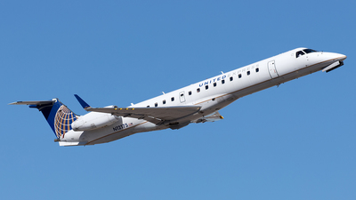 A picture of N12175 - Embraer ERJ145XR - United Airlines - © Yixin Chen