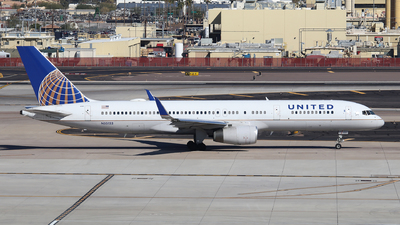 A picture of N33132 - Boeing 757224 - United Airlines - © XueQing