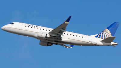 A picture of N722YX - Embraer E175LR - United Airlines - © Alec Mollenhauer