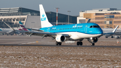 A picture of PHEXN - Embraer E175STD - KLM - © Marco Wolf