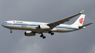 B-5977 - Airbus A330-343 - Air China