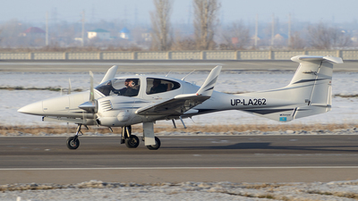 UP-LA262 - Diamond DA-42 Twin Star - Aeroprakt.kz