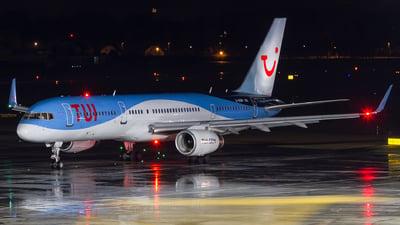 A picture of GOOBF - Boeing 75728A - [33101] - © David Schilcher
