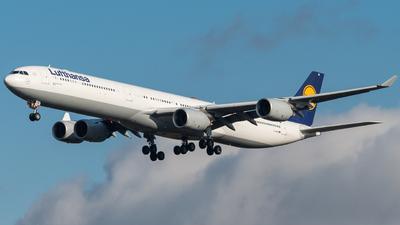 D-AIHK - Airbus A340-642 - Lufthansa