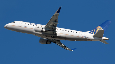 A picture of N209SY - Embraer E175LR - United Airlines - © Angel Natal