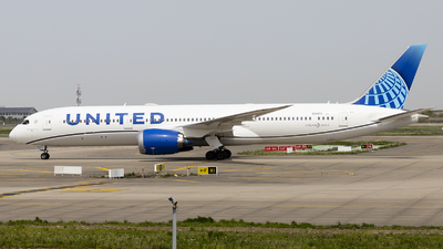 A picture of N24976 - Boeing 7879 Dreamliner - United Airlines - © Lixing Moo