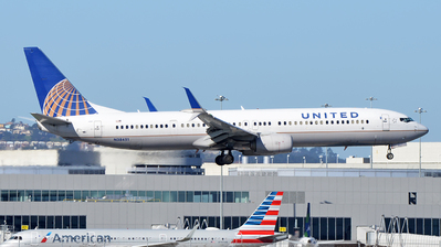 A picture of N38451 - Boeing 737924(ER) - United Airlines - © SR1