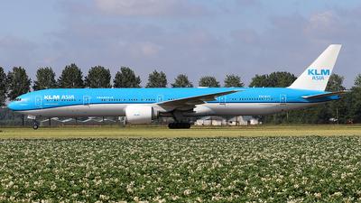 A picture of PHBVC - Boeing 777306(ER) - KLM - © Simon Reichert