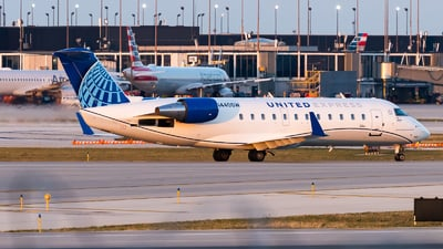 A picture of N440SW - Mitsubishi CRJ200LR - United Airlines - © Haocheng Fang