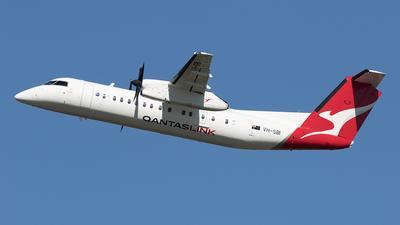 A picture of VHSBI - De Havilland Canada Dash 8300 - QantasLink - © Tony Coles