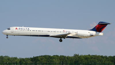 A picture of N944DL - McDonnell Douglas MD88 - [49817] - © DJ Reed - OPShots Photo Team