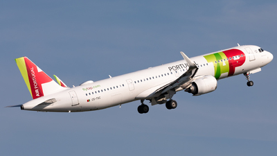 A picture of CSTXC - Airbus A321251NX - TAP Air Portugal - © Hongyu Wang
