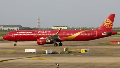 A picture of B8068 - Airbus A321211 - Juneyao Airlines - © Spark Liu