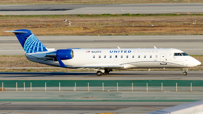 A picture of N221PS - Mitsubishi CRJ200LR - United Airlines - © global_flyer1