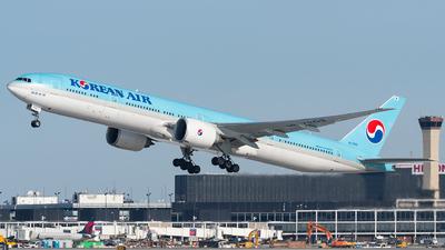 A picture of HL7203 - Boeing 7773B5(ER) - Korean Air - © bill wang