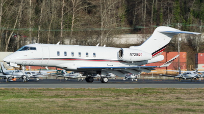 A picture of N728QS - Bombardier Challenger 350 - NetJets - © SpotterPowwwiii