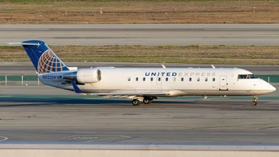 A picture of N923SW - Mitsubishi CRJ200LR - United Airlines - © global_flyer1