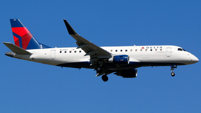 A picture of N241SY - Embraer E175LR - Delta Air Lines - © Alec Mollenhauer