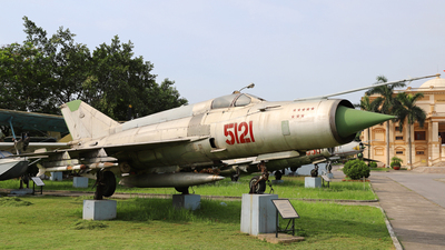 5121 - Mikoyan-Gurevich MiG-21MF Fishbed J - Vietnam - Air Force
