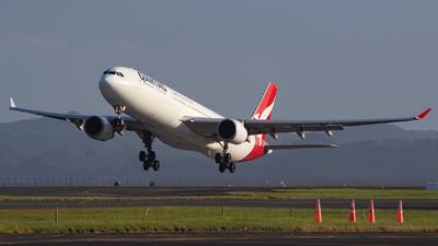 A picture of VHQPG - Airbus A330303 - Qantas - © William Bradley